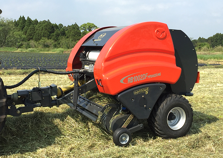 Cutting Round Baler